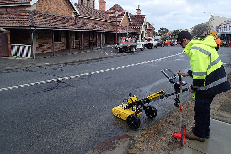 Field Tests and Techniques - GPR survey to map anomalies under road pavement